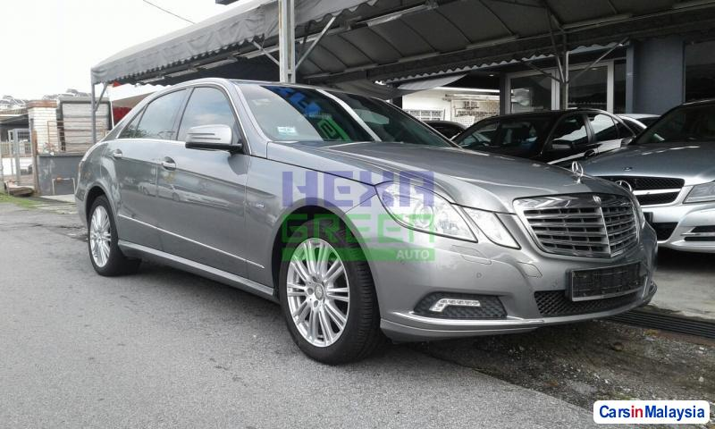 Pictures of Mercedes Benz E200 CGI Automatic 2010