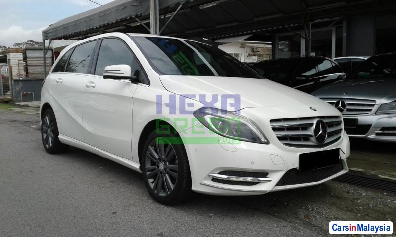 Pictures of Mercedes Benz B200 Automatic 2013