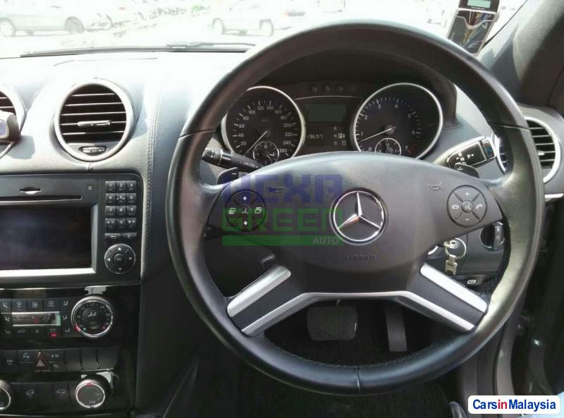 Mercedes Benz 350SL Automatic 2009 - image 9
