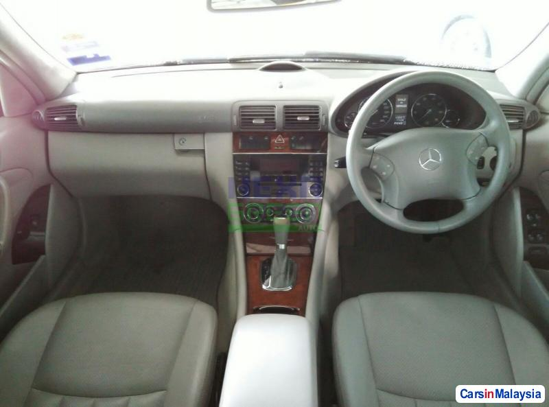 Mercedes Benz 200 Automatic 2006 - image 9