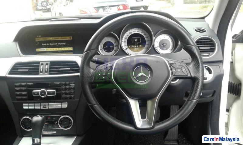 Mercedes Benz C-Class Automatic 2012 - image 9