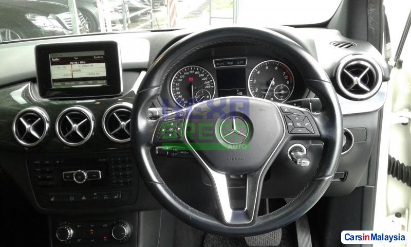 Mercedes Benz B200 Automatic 2013 - image 9