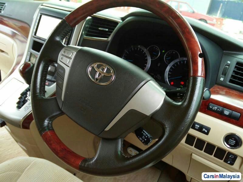 Toyota Vellfire Automatic 2013 in Kuala Lumpur