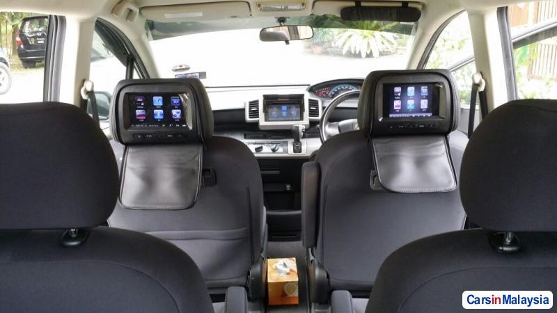 Toyota Vellfire 2011 - image 4