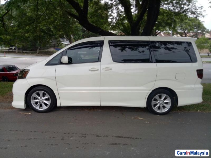Toyota Alphard - image 2