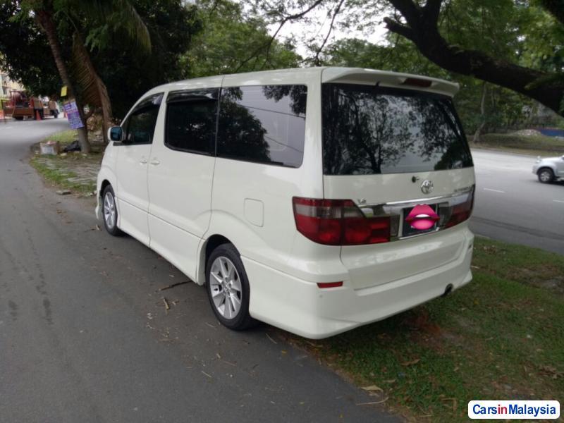 Toyota Alphard - image 3