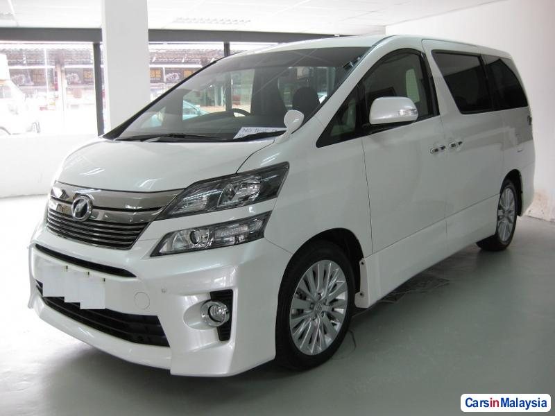 Pictures of Toyota Vellfire Automatic 2014