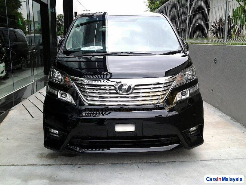 Pictures of Toyota Vellfire Automatic 2009