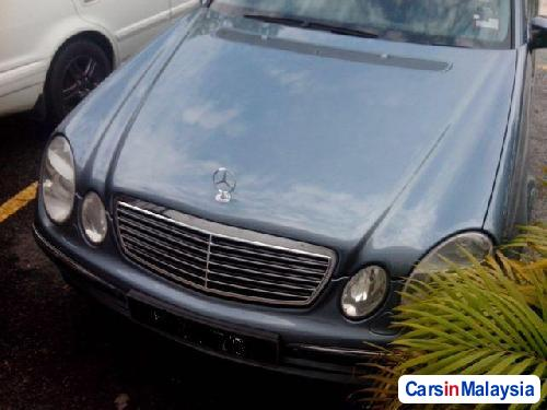 Mercedes Benz E200K Automatic 2010