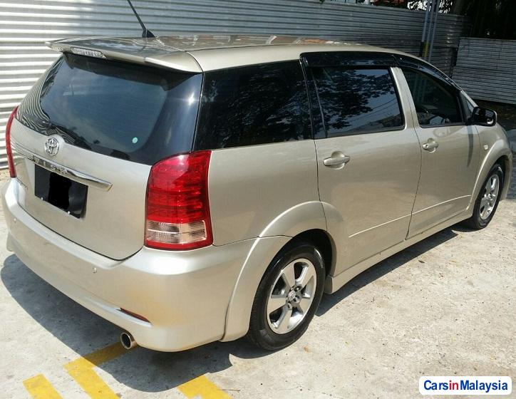 Picture of Toyota Wish 2.0-LITER LUXURY FAMILY SUV Automatic 2011