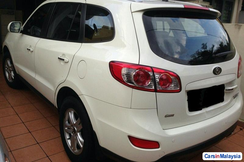 Picture of Hyundai Santa Fe 2.2-LITER FAMILY SUV Automatic 2011