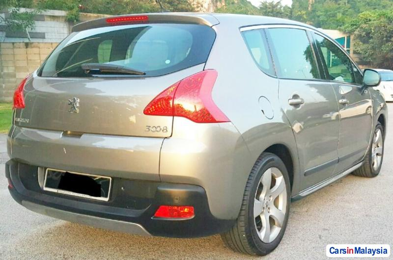 Pictures of Peugeot 3008 Automatic 2010