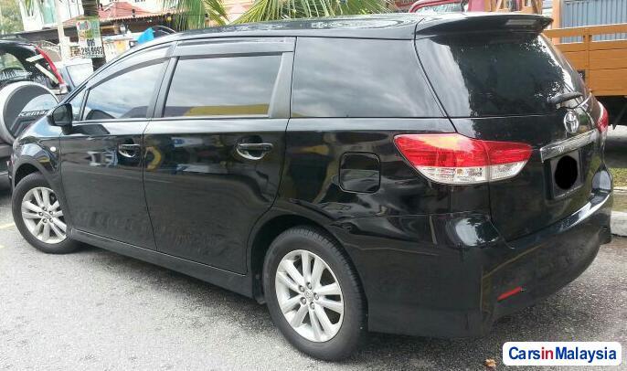 Toyota Wish 1.8-LITER FAMILY SMALL MPV Automatic 2013