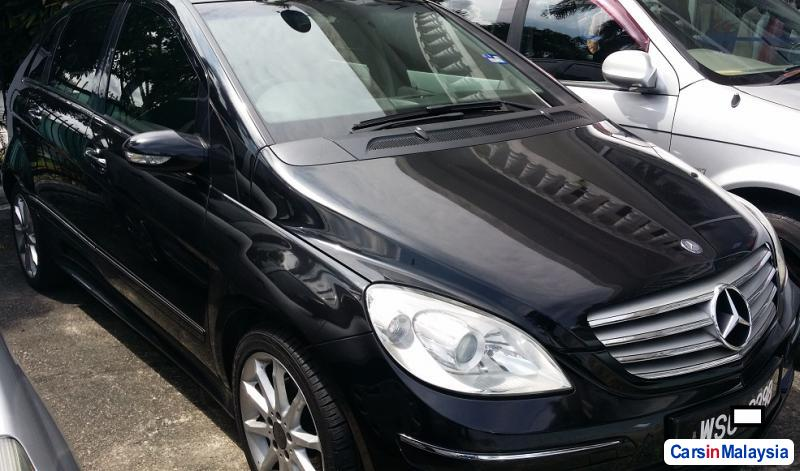 Mercedes Benz B200 1.8-LITER LUXURY SUV Automatic 2013