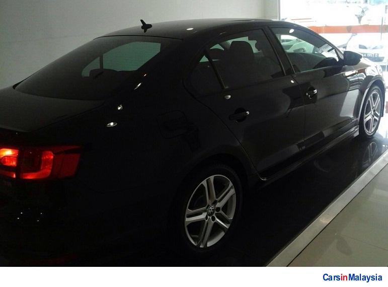 Volkswagen Jetta 1.4-LITER SEDAN TURBO Automatic 2013