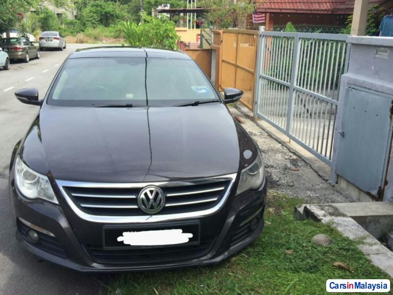 Volkswagen Passat 2.0-LITER LUXURY SEDAN Automatic 2011
