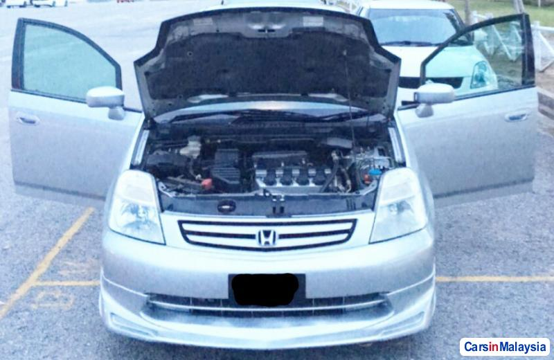 Honda Stream 1.7-LITER MPV Automatic 2003 - image 3