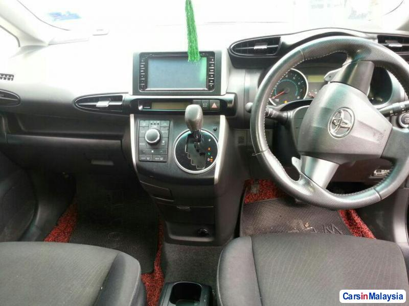 Toyota Wish 1.8-LITER FAMILY SMALL MPV Automatic 2013 in Malaysia