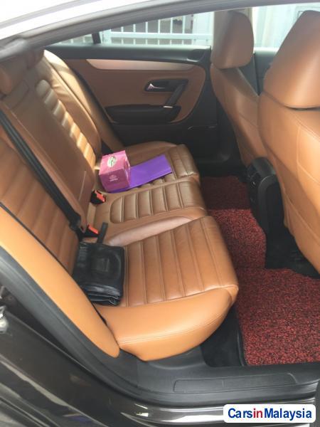 Picture of Volkswagen Passat 2.0-LITER LUXURY SEDAN Automatic 2011 in Selangor