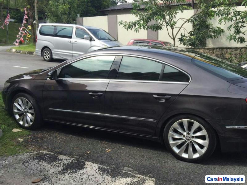 Picture of Volkswagen Passat 2.0-LITER LUXURY SEDAN Automatic 2011 in Malaysia