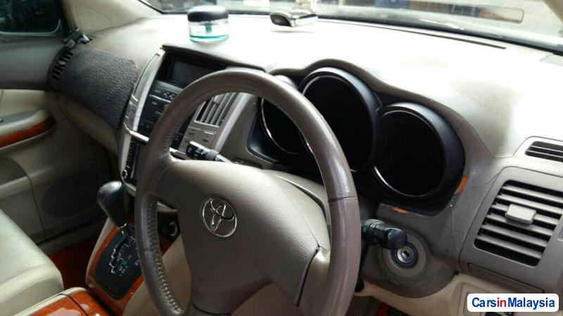 Toyota Harrier 2.4-LITER LUXURY FAMILY SUV Automatic 2011 in Selangor - image
