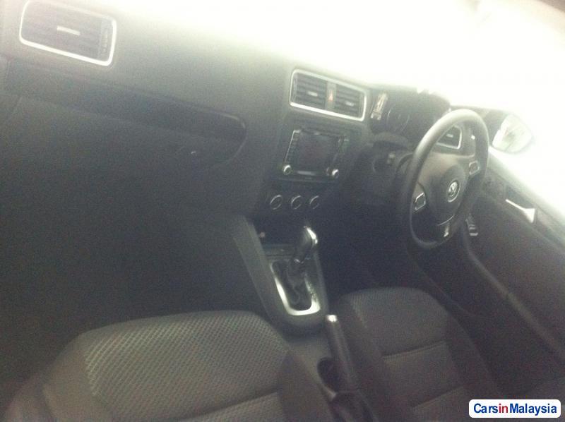 Volkswagen Jetta 1.4-LITER SEDAN TURBO Automatic 2013 in Selangor - image