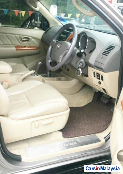 Toyota Fortuner 2.7 4WD 7 SEATER LUXURY FAMILY SUV Automatic 2011 in Selangor - image