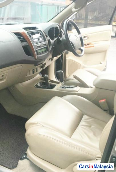 Toyota Fortuner 2.7 4WD 7 SEATER LUXURY FAMILY SUV Automatic 2011 in Malaysia - image