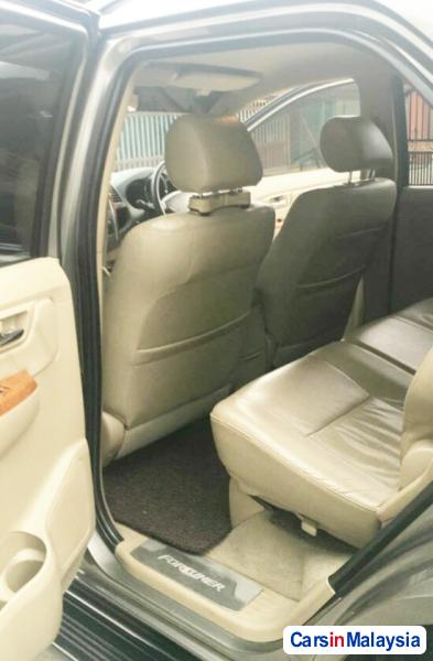 Toyota Fortuner 2.7 4WD 7 SEATER LUXURY FAMILY SUV Automatic 2011 - image 9