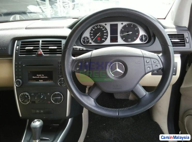 Mercedes Benz B180 Automatic 2011 - image 10