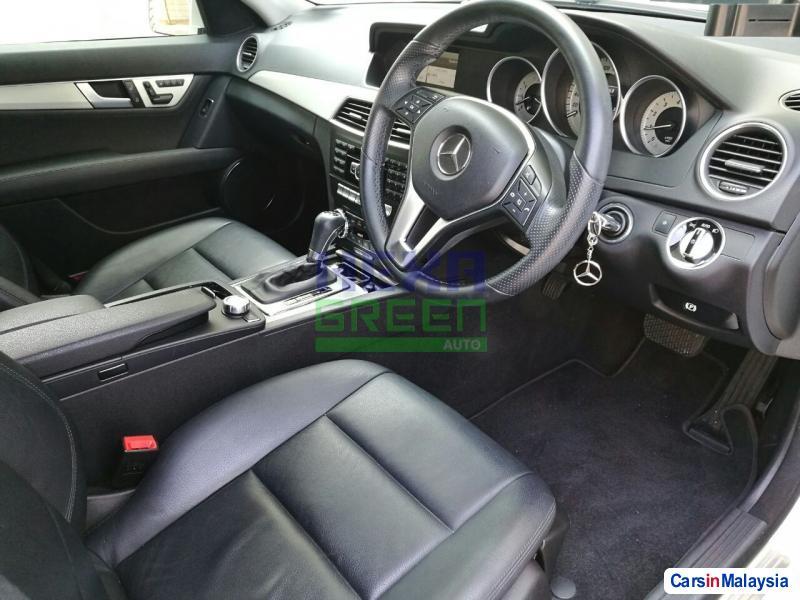 Mercedes Benz C-Class Automatic 2013 - image 6