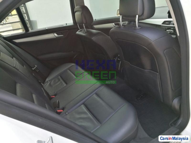 Mercedes Benz C-Class Automatic 2013 - image 7