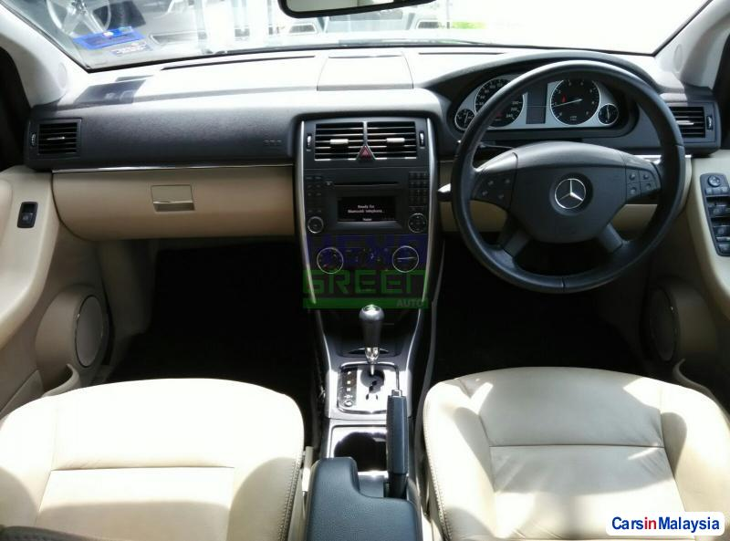 Mercedes Benz B180 Automatic 2011 - image 9