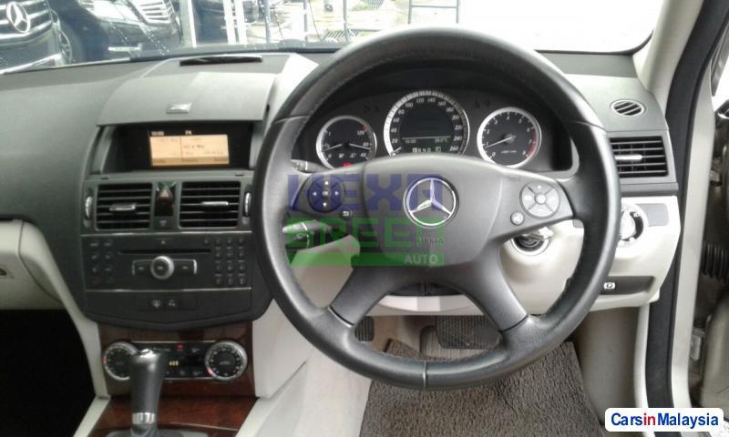 Mercedes Benz C-Class Automatic 2009 - image 9