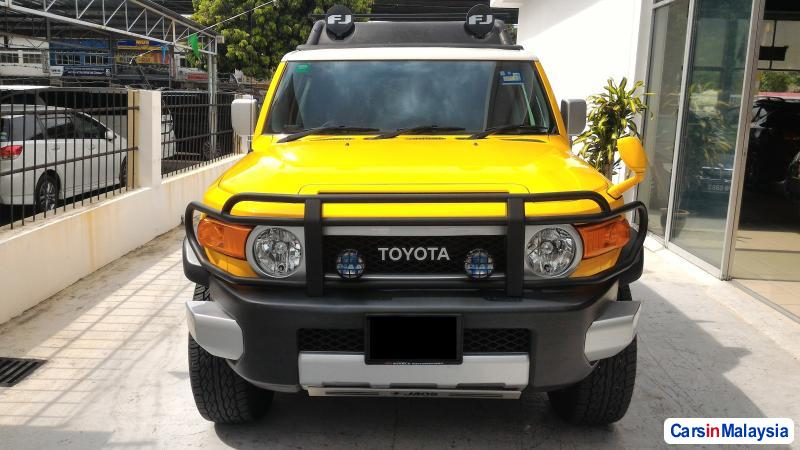 Pictures of Toyota FJ Cruiser Automatic 2012