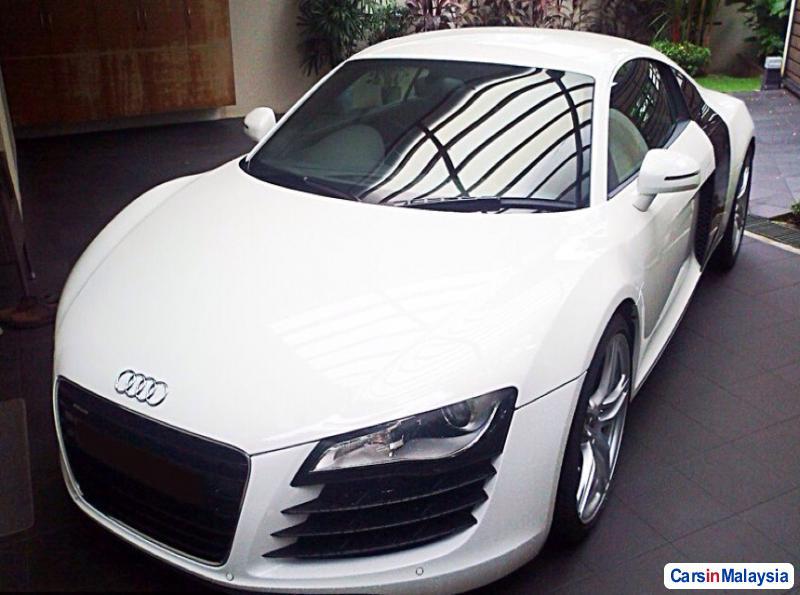 Picture of Audi R8 Semi-Automatic 2013