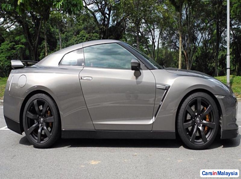 Nissan GTR Automatic 2013 - image 2