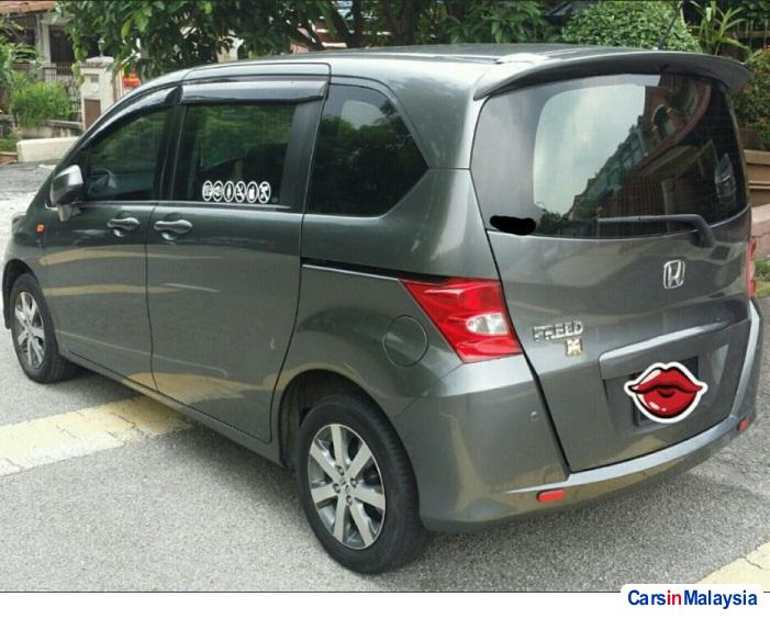 Pictures of Honda Freed Automatic 2012