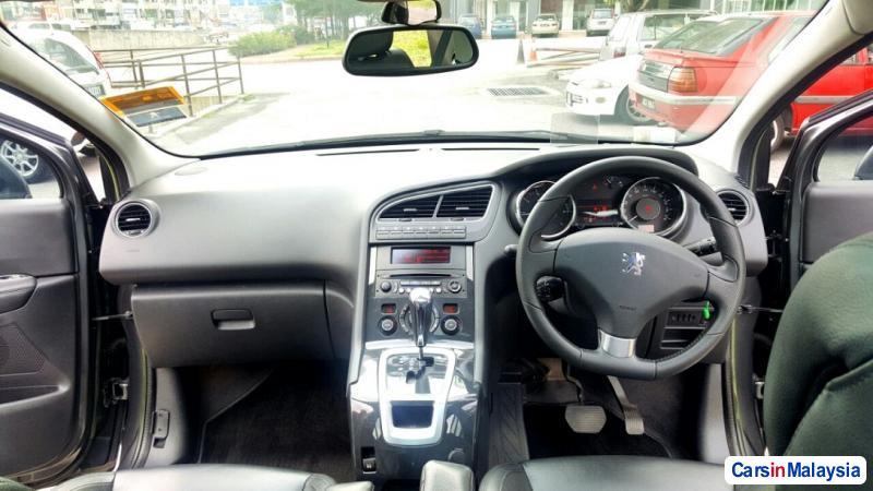 Peugeot 5008 Automatic 2013 - image 5