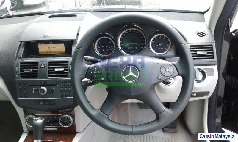 Mercedes Benz C-Class Automatic 2011 - image 10