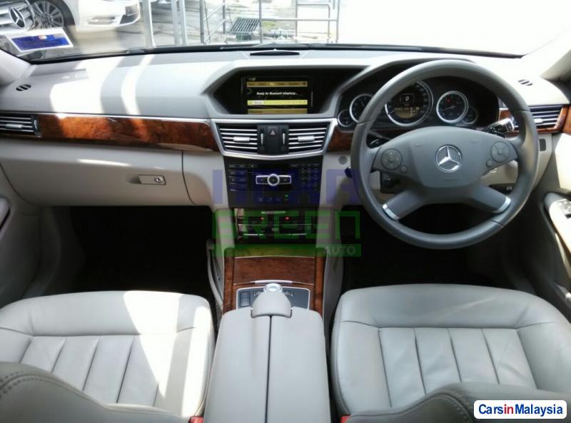 Mercedes Benz E200 CGI Automatic 2012 - image 9