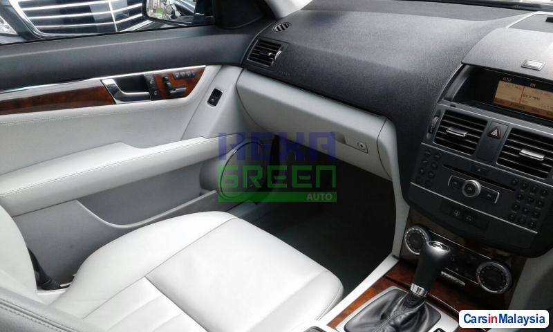Mercedes Benz C-Class Automatic 2011 - image 9
